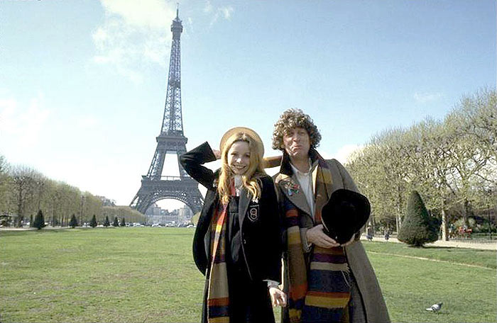 Lalla Ward e Tom Baker em Paris nas filmagens de City of Death