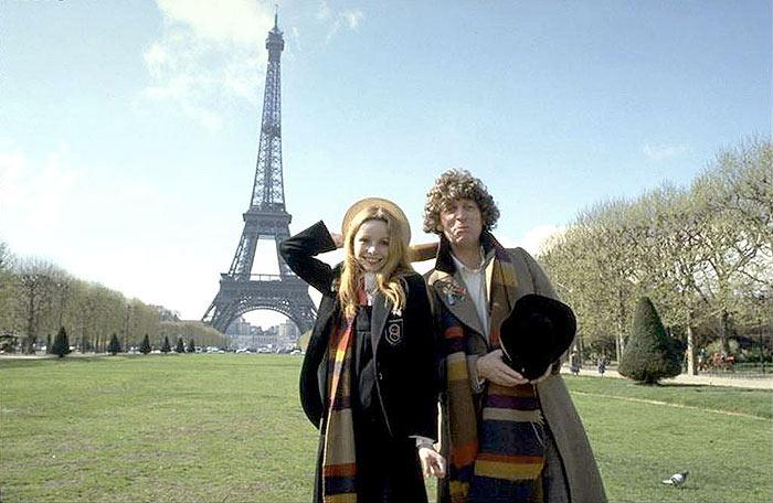 Lalla Ward e Tom Baker em Paris nas filmagens de City of Death