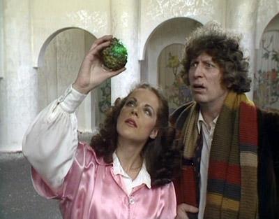 Mary Tamm e Tom Baker em The Pirate Planet