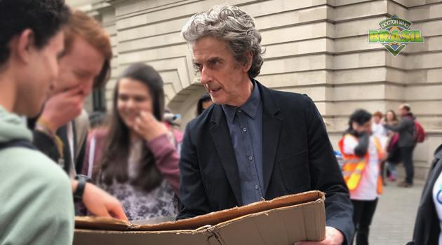 Peter Capaldi participa da Marcha Pela Ciência em Londres